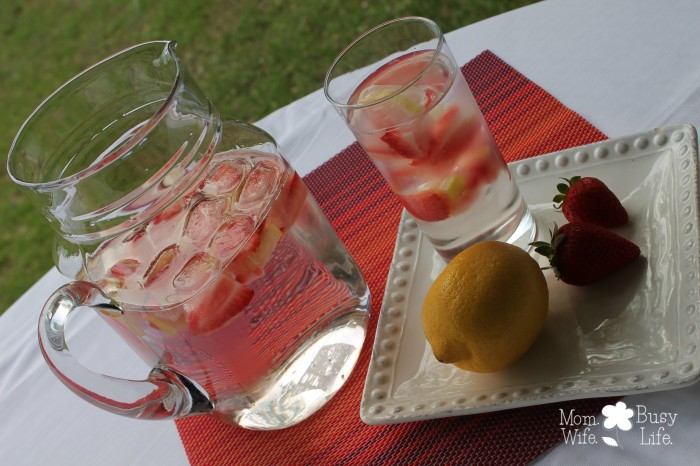 strawberry lemon water 3