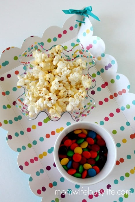 how to plan a family movie night