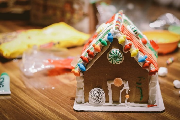 Simple Ways to Decorate Your Home During the Holidays with the Kids