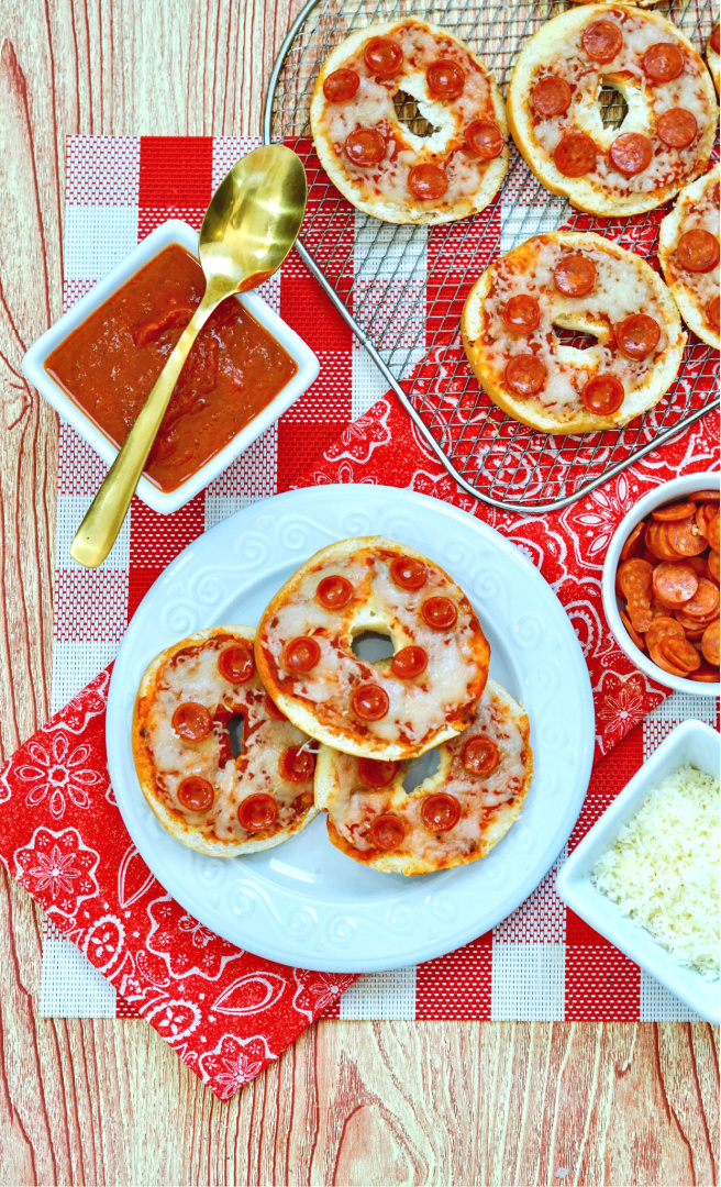 Easy Cheesy Pizza Bagels