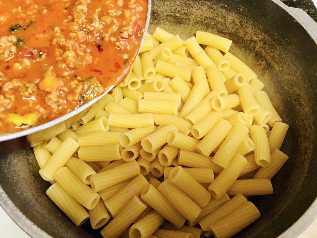 rigatoni pasta mixture